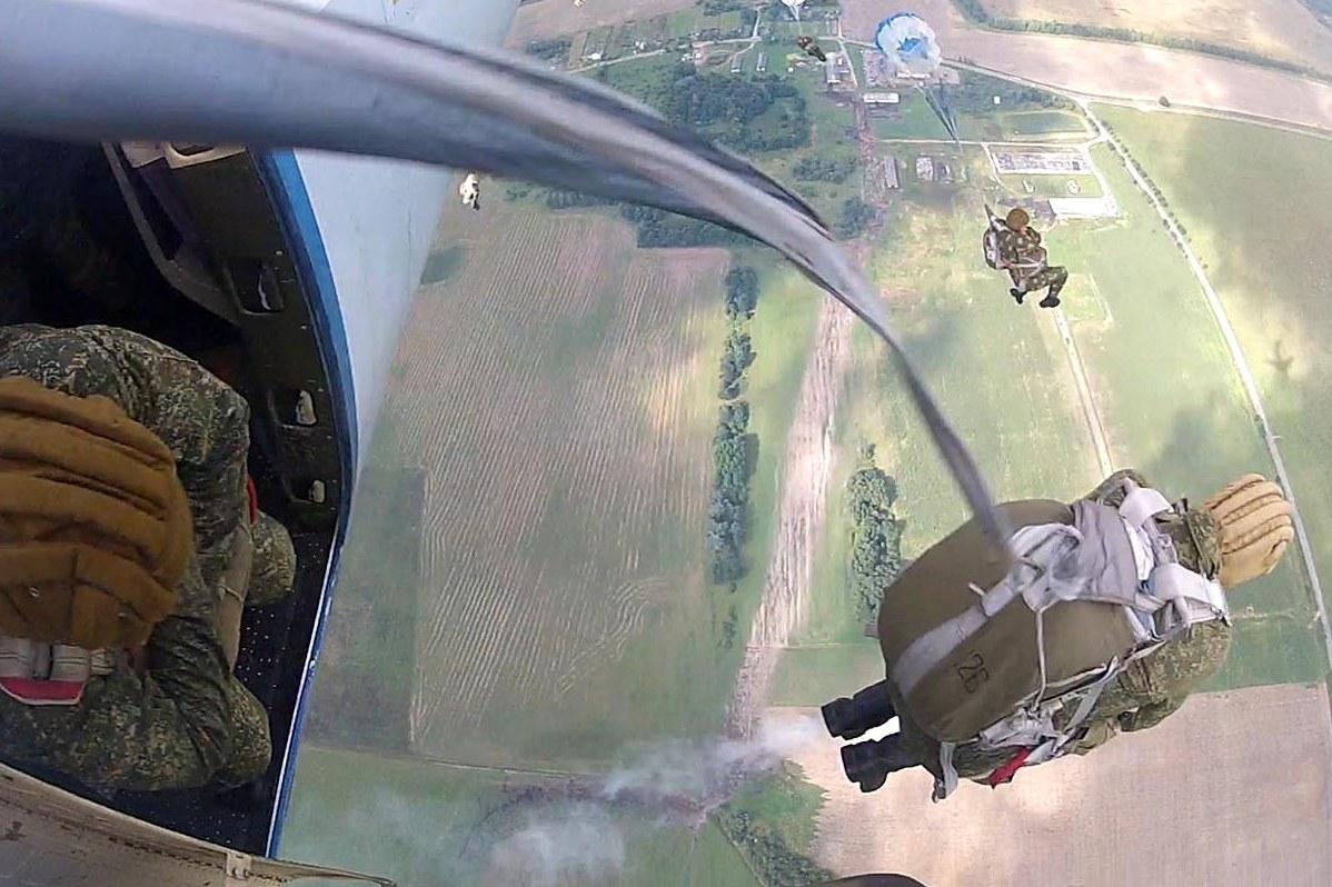 просматривайте фото прыжков с парашютом десантников осталось определить свой
