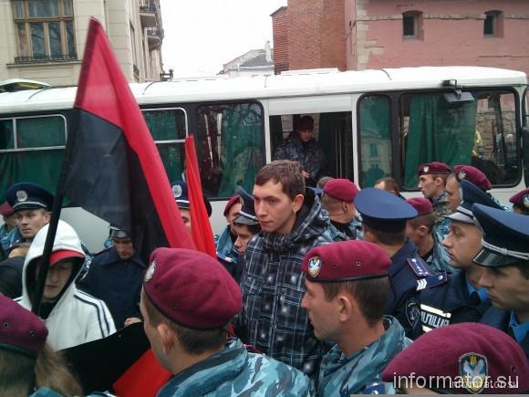 """""""Беркут"""" задержал 20 парней с флагами УПА и ножами во Львове - Цензор.НЕТ 2831"""