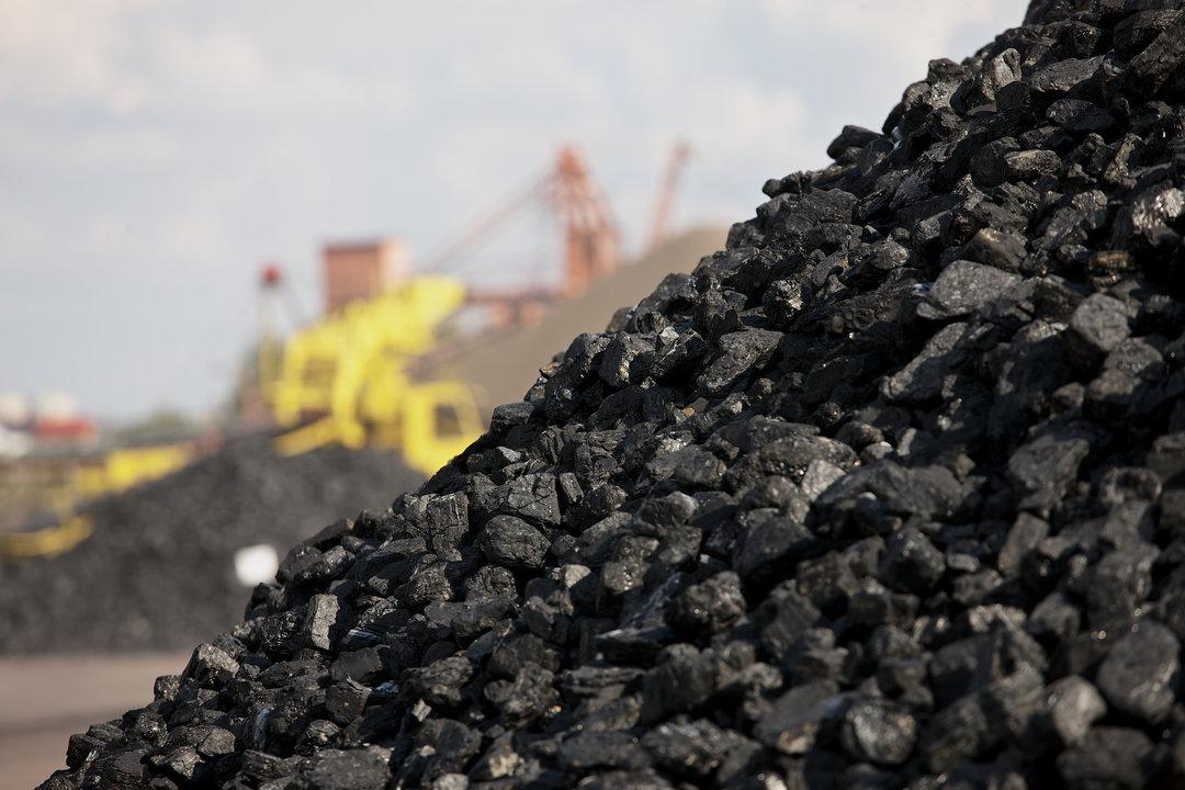 Олигархи обложили пошлиной энергию из России