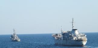 В Керченском проливе загорелись два судна