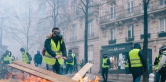 """""""желтые жилеты"""" Париж"""