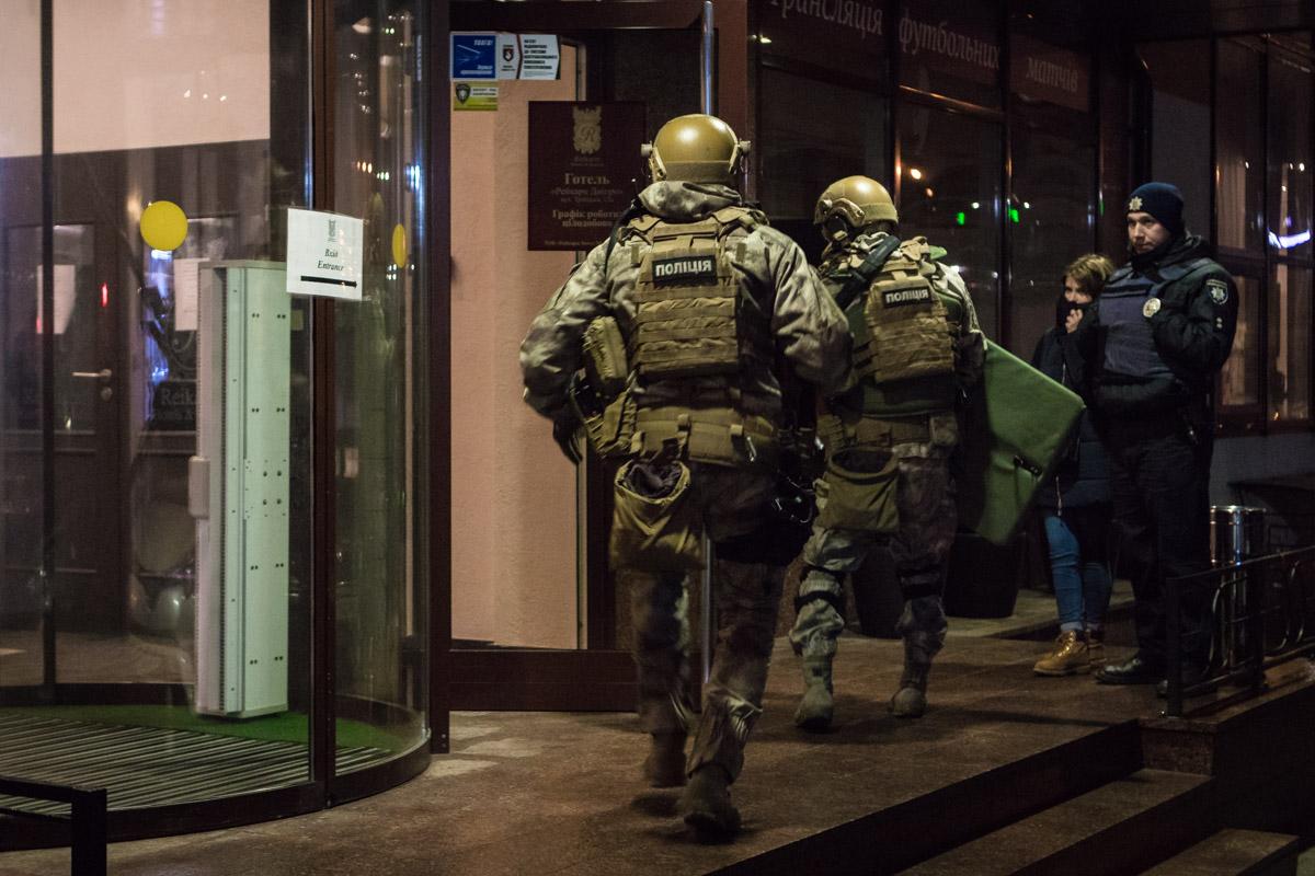 B Днепре в отеле «Reikartz» задержали вооруженного мужчину