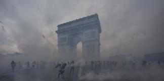 Париж желтые жилеты