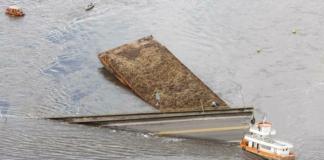 В Бразилии судно врезалось в опору моста и обрушило его часть