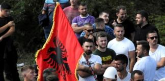 В Косово начались столкновения сербов с местной полицией