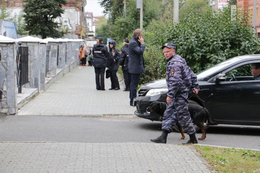 B Москве из школ эвакуировали около пяти тысяч человек