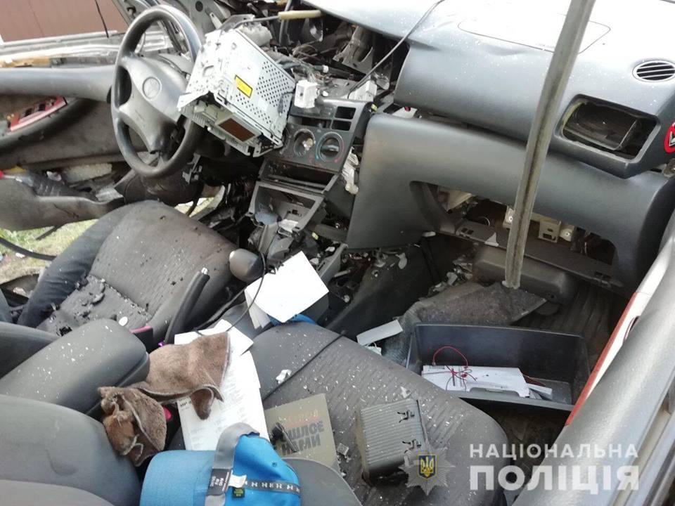 В Харькове в окно автомобиля бросили гранату, водителя госпитализировали