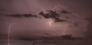Синоптики объявили штормовое предупреждение гроза