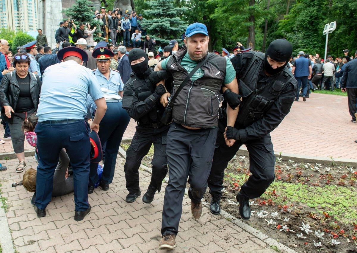 В Казахстане задержали около 100 участников протестной акции