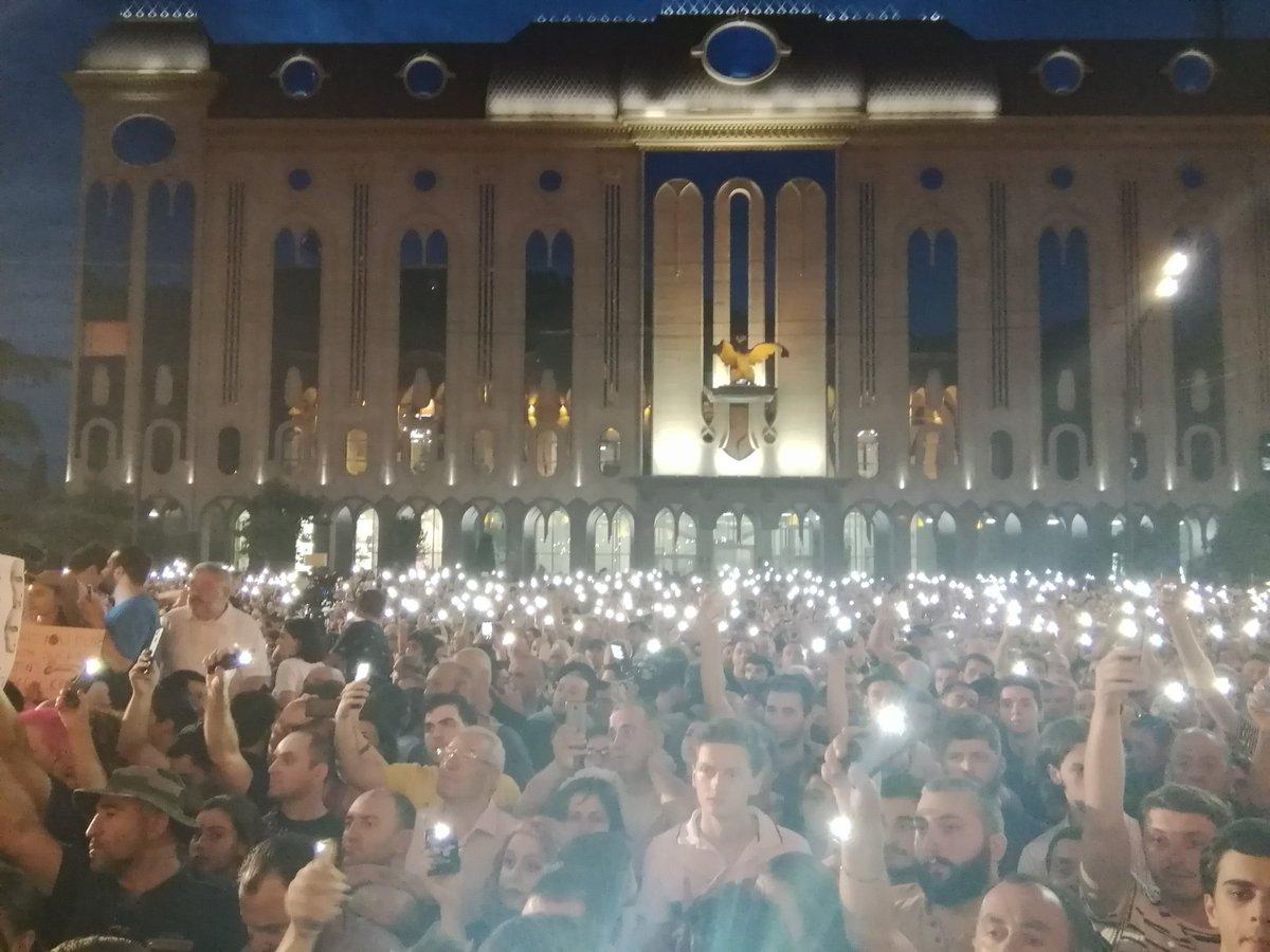 В Грузии начался штурм парламента страны