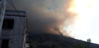 Появились видео извержения вулкана на острове в Италии, есть первые жертвы