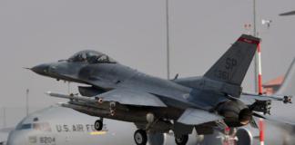 Истребитель F16 ВВС США на авиабазе Авиано в Италии, 25 марта 2011 года