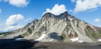На Камчатке вездеход с геологами упал в 100-метровое ущелье