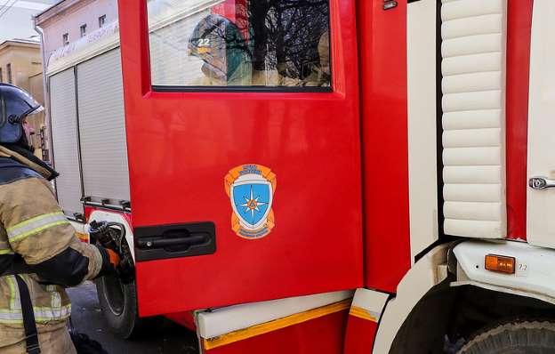 На территории воинской части в Архангельской области, РФ, произошел пожар.