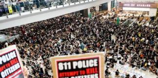 В Гонконге из-за протестующих отменили все авиарейсы в международном аэропорт