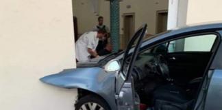 """Во Франции водитель легковушки с криками """"Аллаху Акбар"""" протаранил дверь мечети"""