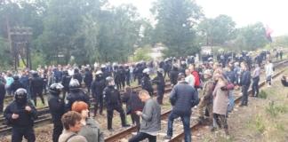 Под Львовом пострадали восемь полицейских, которые разблокировали движение поездов с российским углем