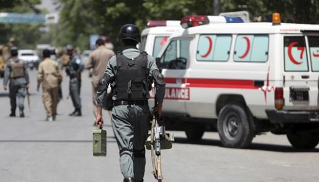 В Афганістані вантажівка підірвалася на фугасі: є жертви