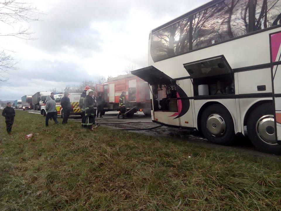 Возле Ровно загорелся туристический автобус из Польши