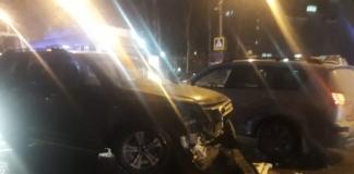 В РФ автомобиль сбил группу школьников, идущих в театр