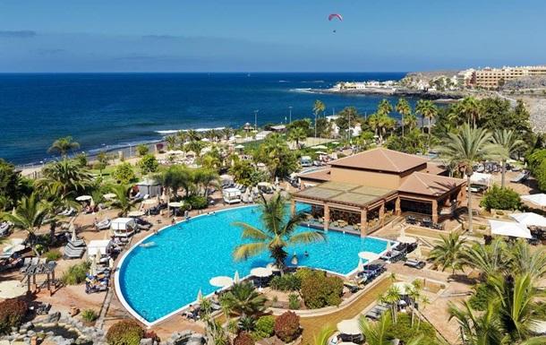 На Тенерифе тысячу человек изолировали в отеле из-за постояльца с коронавирусом