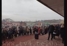 На трассе под Тернополем жители блокируют дороги, чтобы не пустить эвакуированных из Китая