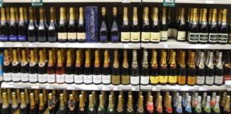 В Украине в семь раз увеличат штрафы за продажу алкоголя и сигарет детям