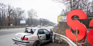 На въезде в Киев Toyota врезалась в Mitsubishi