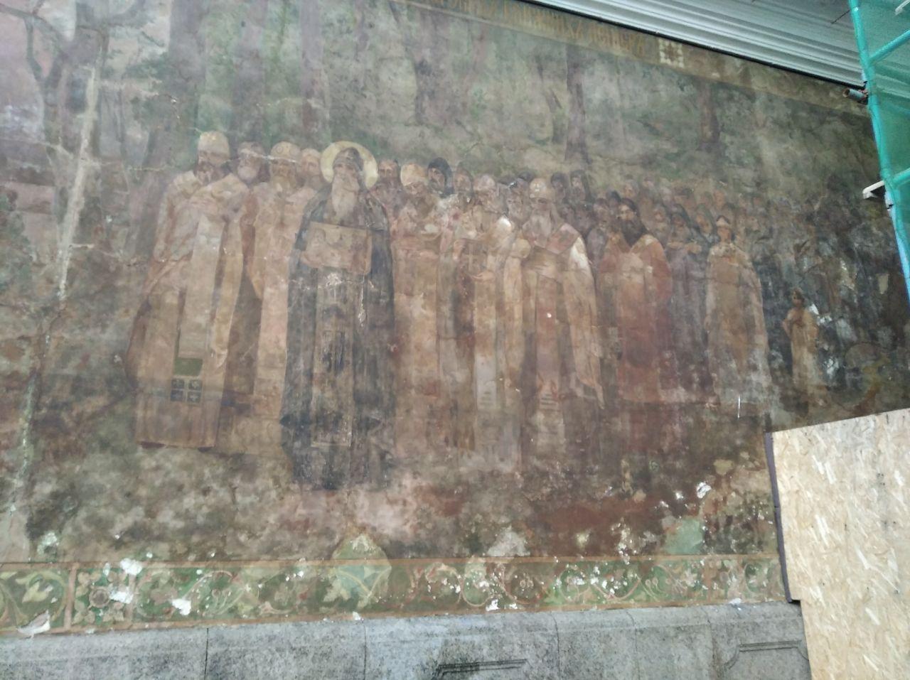Фрески Києво-Печерської лаври замазали