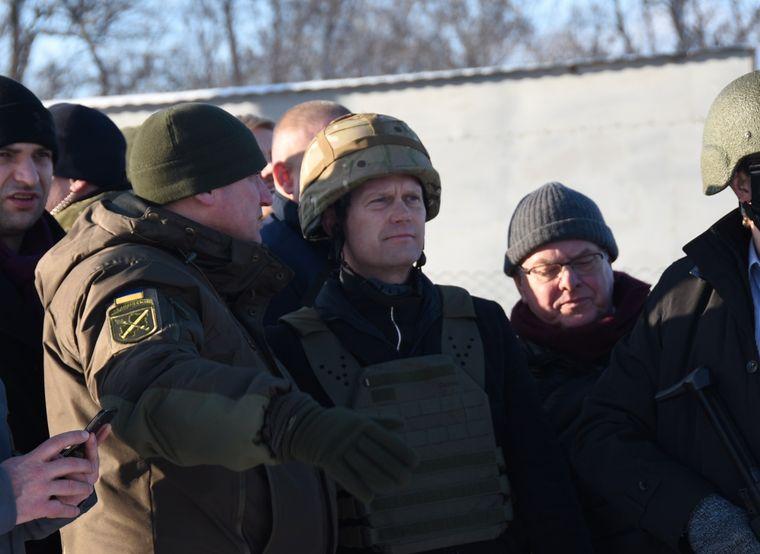 Глава МЗС Данії відвідав Донбас