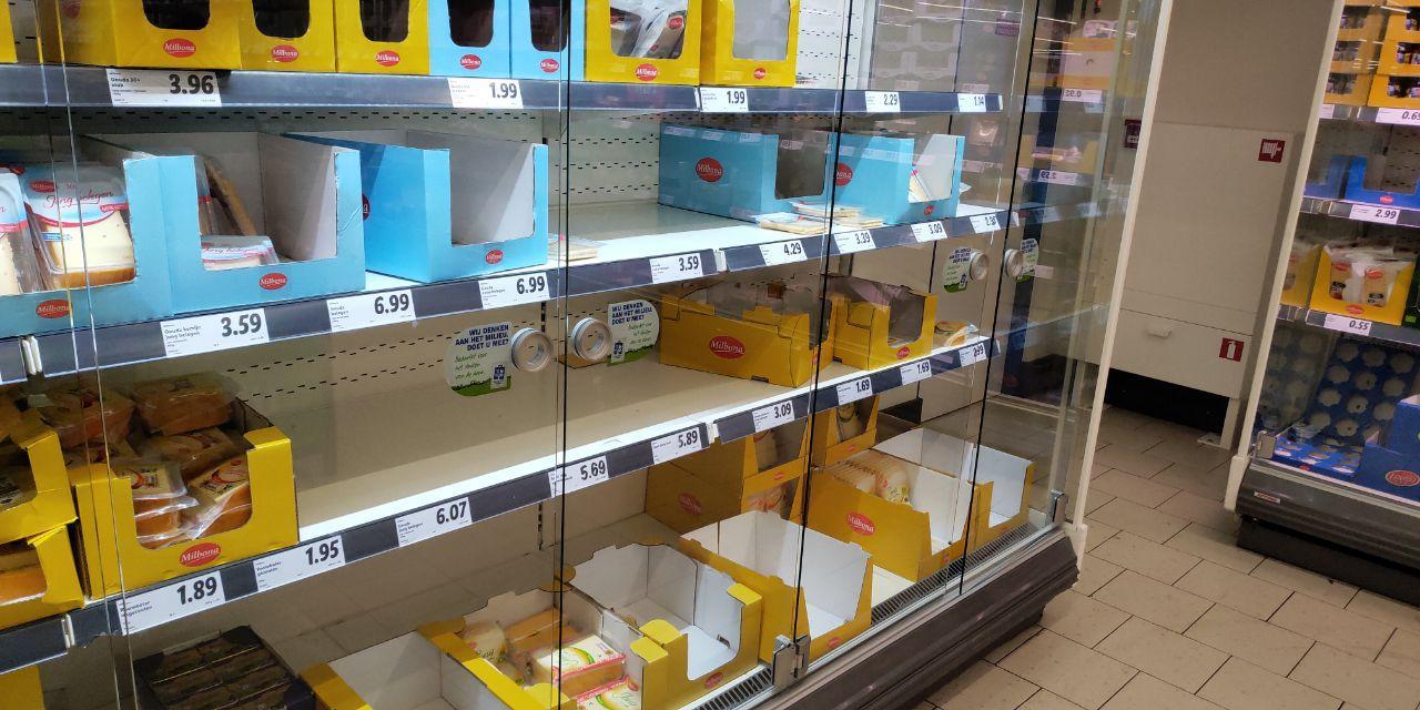 У Нідерландах люди масово скуповують продукти в супермаркетах