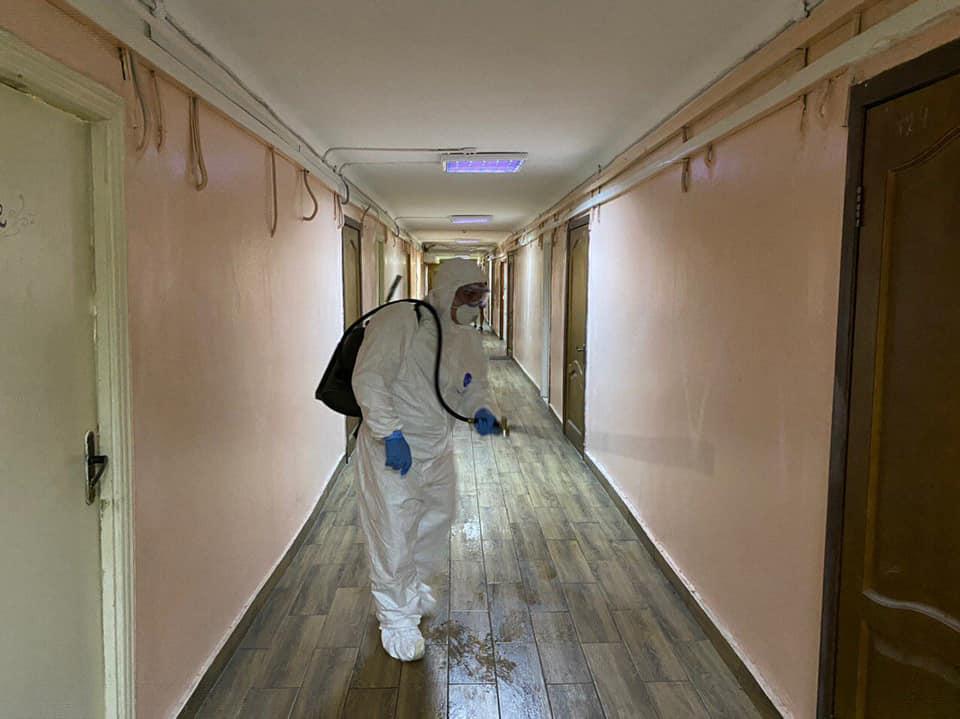 У Києві через підозру на коронавірус продезінфікували гуртожиток (ФОТО)