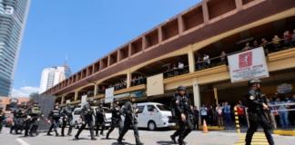 На Філіппінах колишній охоронець взяв у заручники 30 працівників торгового центру