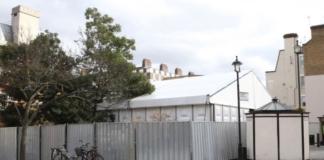 В Британии строят мобильные морги-шатры для жертв коронавируса