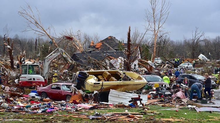 В штате Теннесси мощный ураган убил десятки человек. 70 тысяч домов остались без света