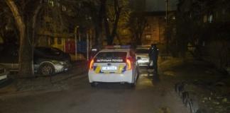 В Киеве задержали двоих мужчин, которые избили и ограбили прохожего
