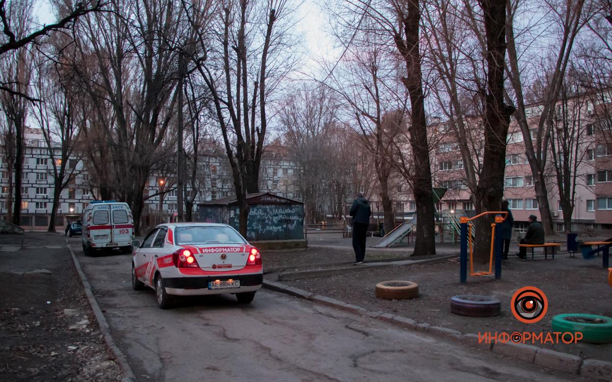 В Днепре возле детской площадки нашли повешенного мужчину