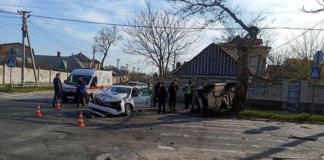 """В Херсоне полицейское авто """"перевернуло"""": пять человек пострадало (ФОТО)"""