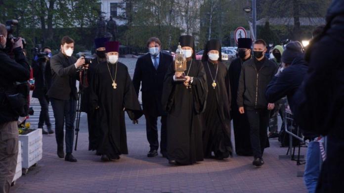 У Києво-Печерську лавру привезли благодатний вогонь