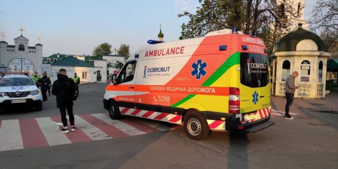 У Києво-Печерську лавру заїхали машини швидкої допомоги