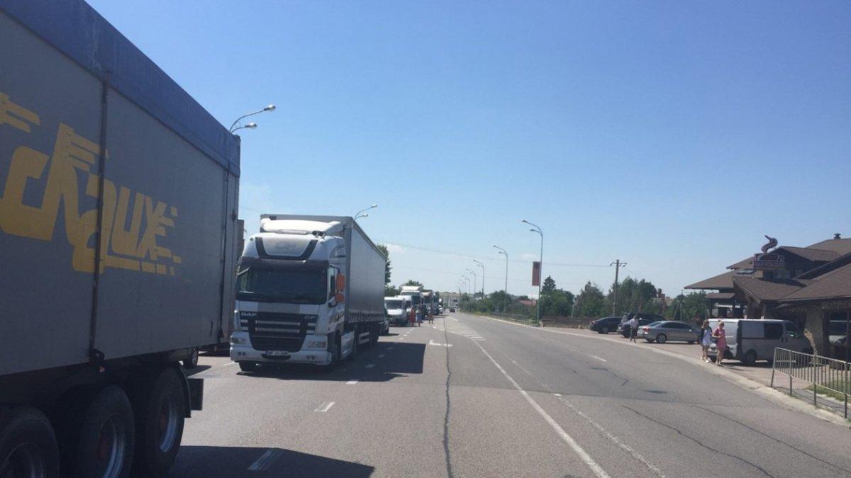 В Киев ограничат въезд крупногабаритного транспорта из-за