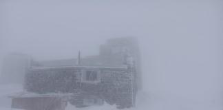 В Карпатах майская метель намела снежный покров до 15 сантиметров