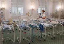 В Украину прилетели родители детей, рождённых суррогатными матерями