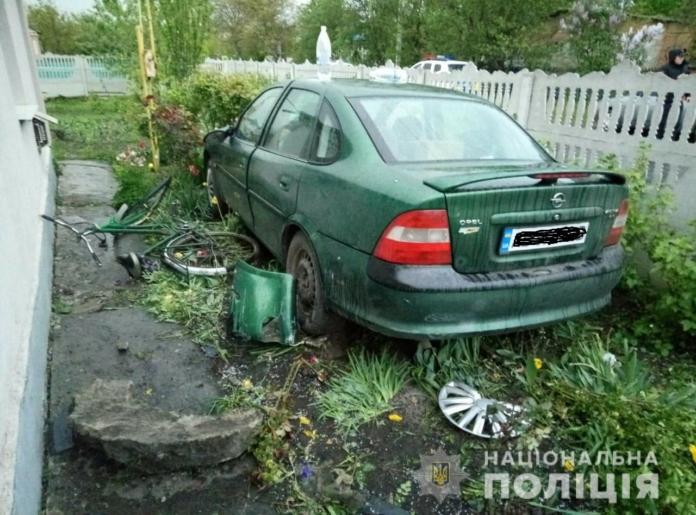 У Вінницькій області сталася ДТП: водійка у стані алкогольного сп'яніння збила велосипедистку і двох її дітей