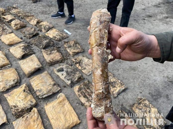 Правоохоронці в оселі бойовика на Луганщині знайшли понад 200 кілограмів вибухівки