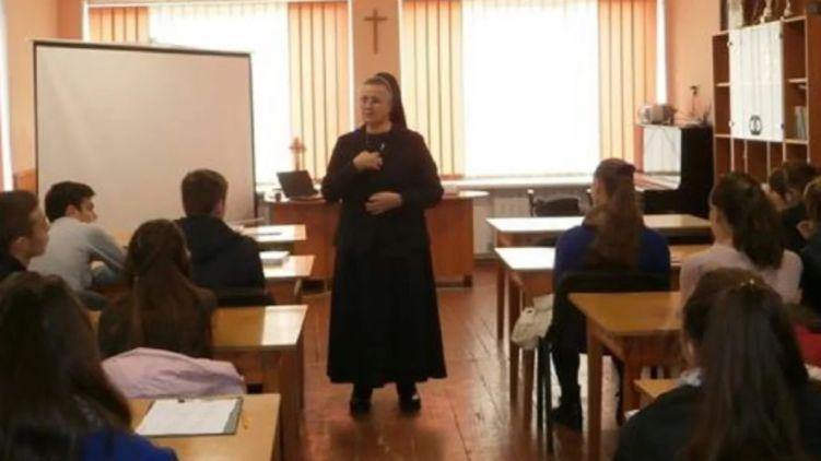 Во Львовском медицинском университете рассказывают студентам о вреде абортов и секса до брака