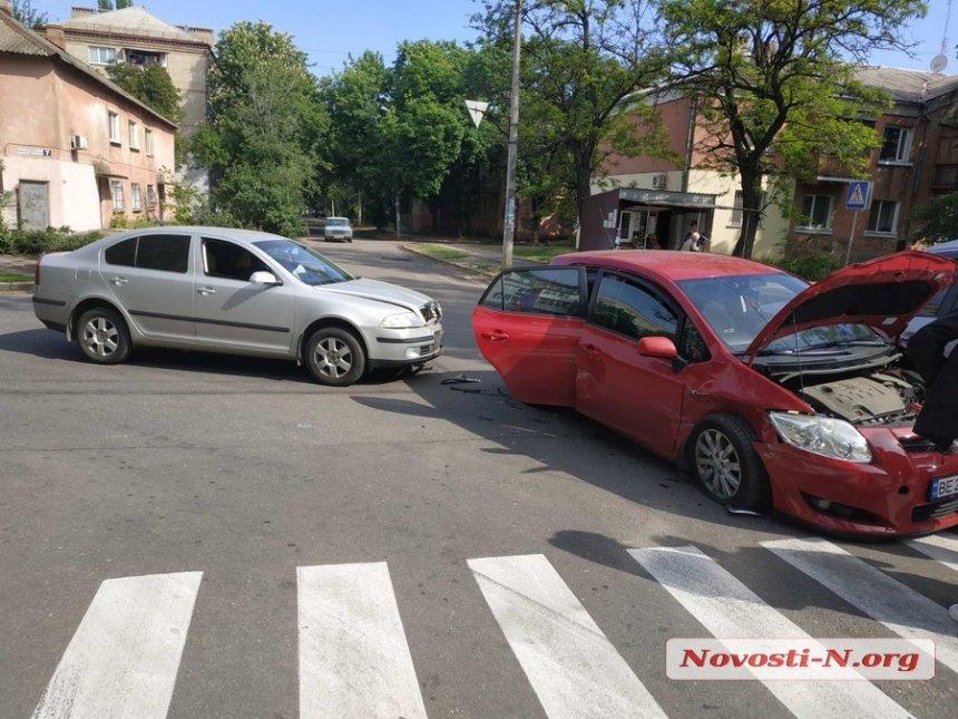 В Николаеве девушка на Toyota спровоцировала ДТП с тремя автомобилями