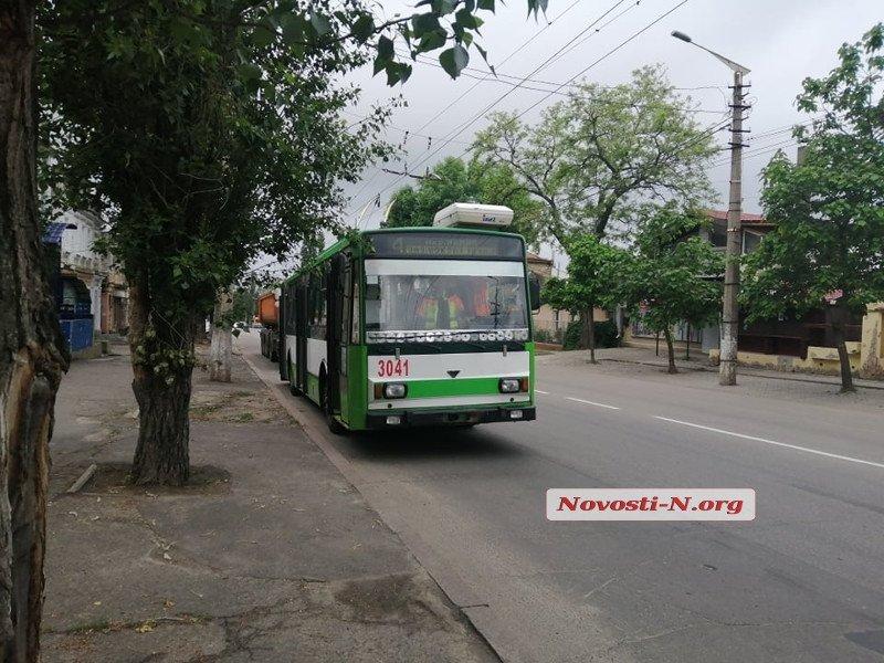 В центре Николаева фура снесла трамвай