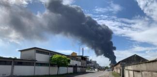 В Венеции взрыв на химзаводе: небо заволокло токсичным дымом (ВИДЕО)
