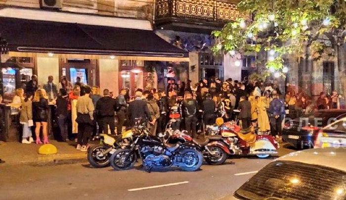 В Одессе на выходных ночные клубы устроили вечеринки с толпами людей (ВИДЕО)